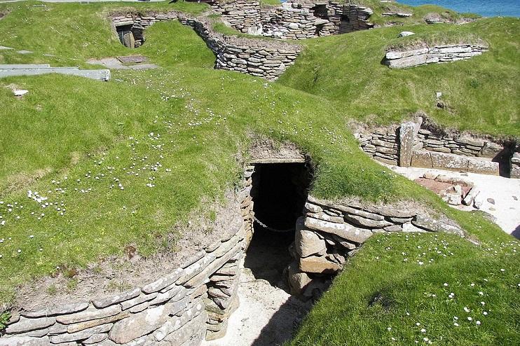 Skara Brae home entrance: Wiki Commons